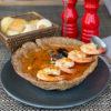 Рыбная похлебка Бродетто в тарелке из домашнего хлеба