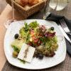 Деревенский салат из свежих овощей с сыром Фета