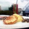 Сочные куриные котлетки с картофельным пюре и грибным соусом