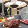 Стейк из говяжьей вырезки на гриле с овощами и соусом дор-блю