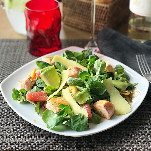 Салат с сёмгой на гриле