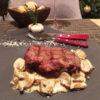 Стейк из мраморной говядины на гриле с грибным соусом
