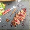 Стейк из мраморной говядины на гриле под вишнёвым соусом