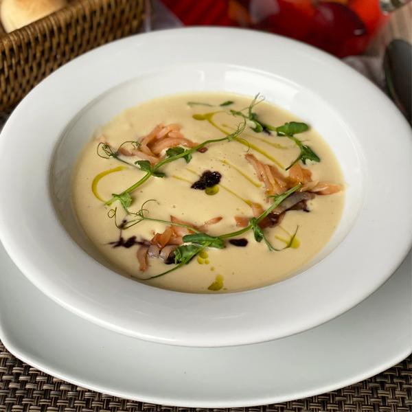 Крем суп из цветной капусты со слабосоленой семгой