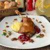 Утка конфи с томленой красной капустой и картофелем