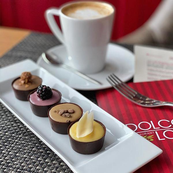 Ассорти шоколадных мини-пирожных