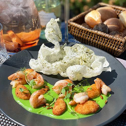 Картофельные ньокки с кремом из кабачка и тигровыми креветками