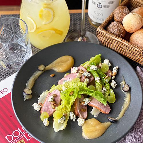 Салат с утиным филе су-вид с яблочным карри